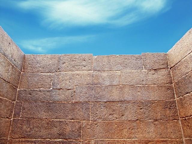 wall-644468_640