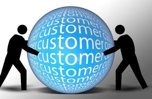 two stickmen holding a sphere written customer satisfaction