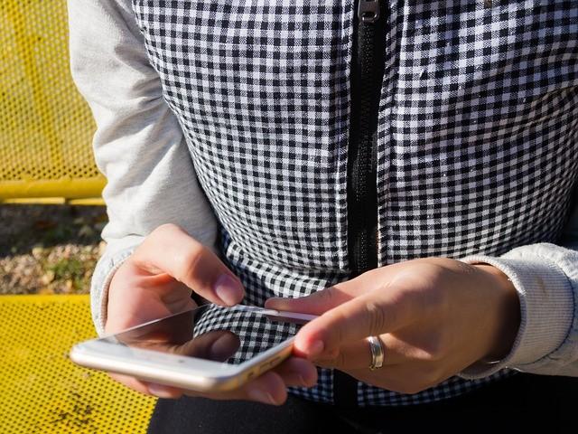 smartphone-982555_640
